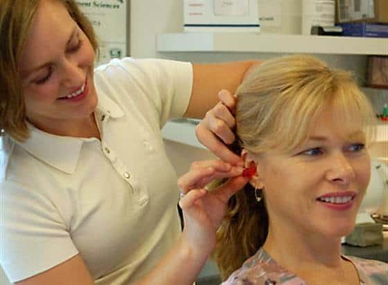 कान की मशीन की फिटिंग blog image