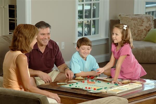 अपने बच्चों और परिवार के साथ समय बिताएं blog image