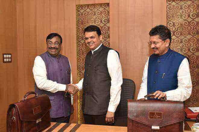 Maharashtra State Budget 2018 in Sign Language - Chief Minister Devendra Fadnavis